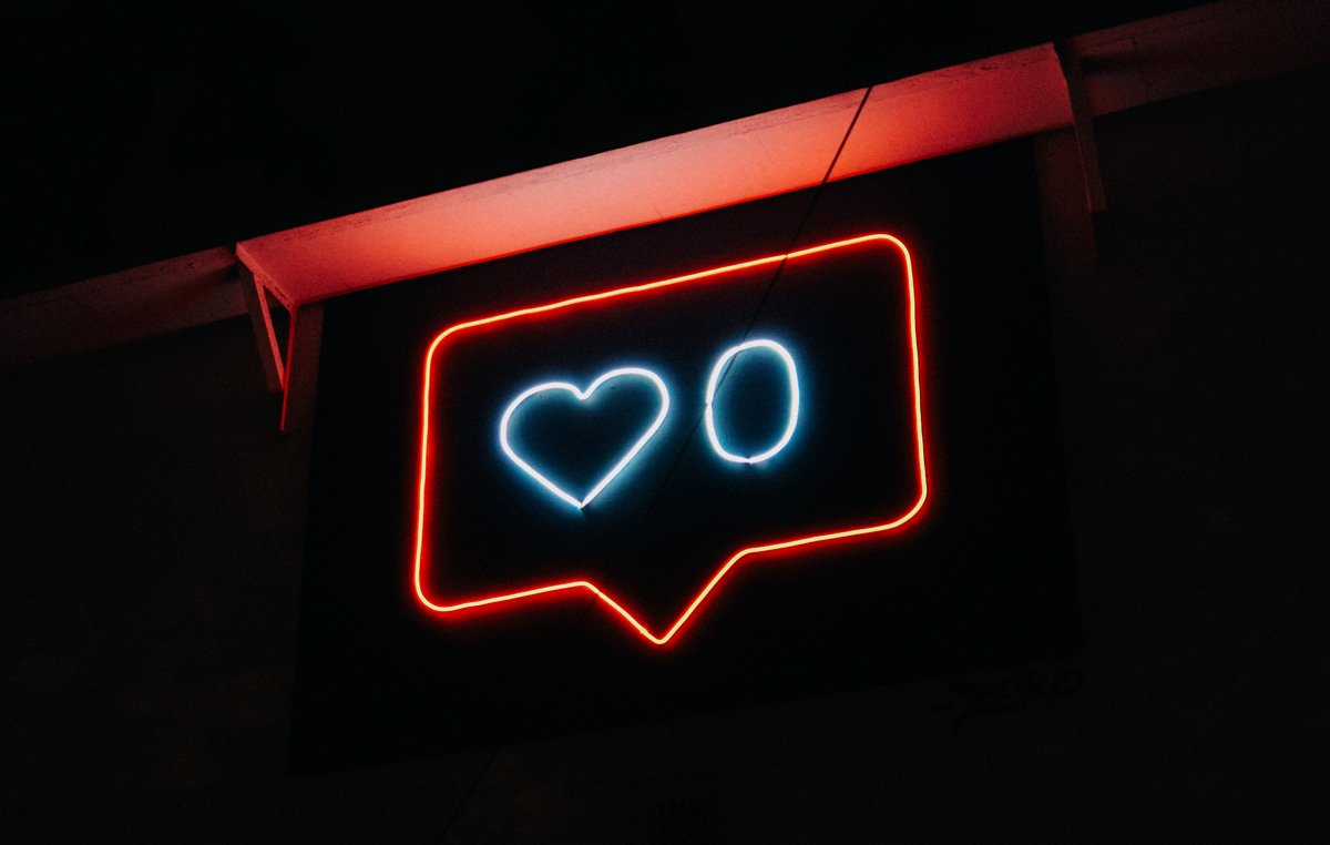 Neon sign showing an instagram notification with no likes in a blog post about Instagram removing likes in Australia by Sketch Corp.